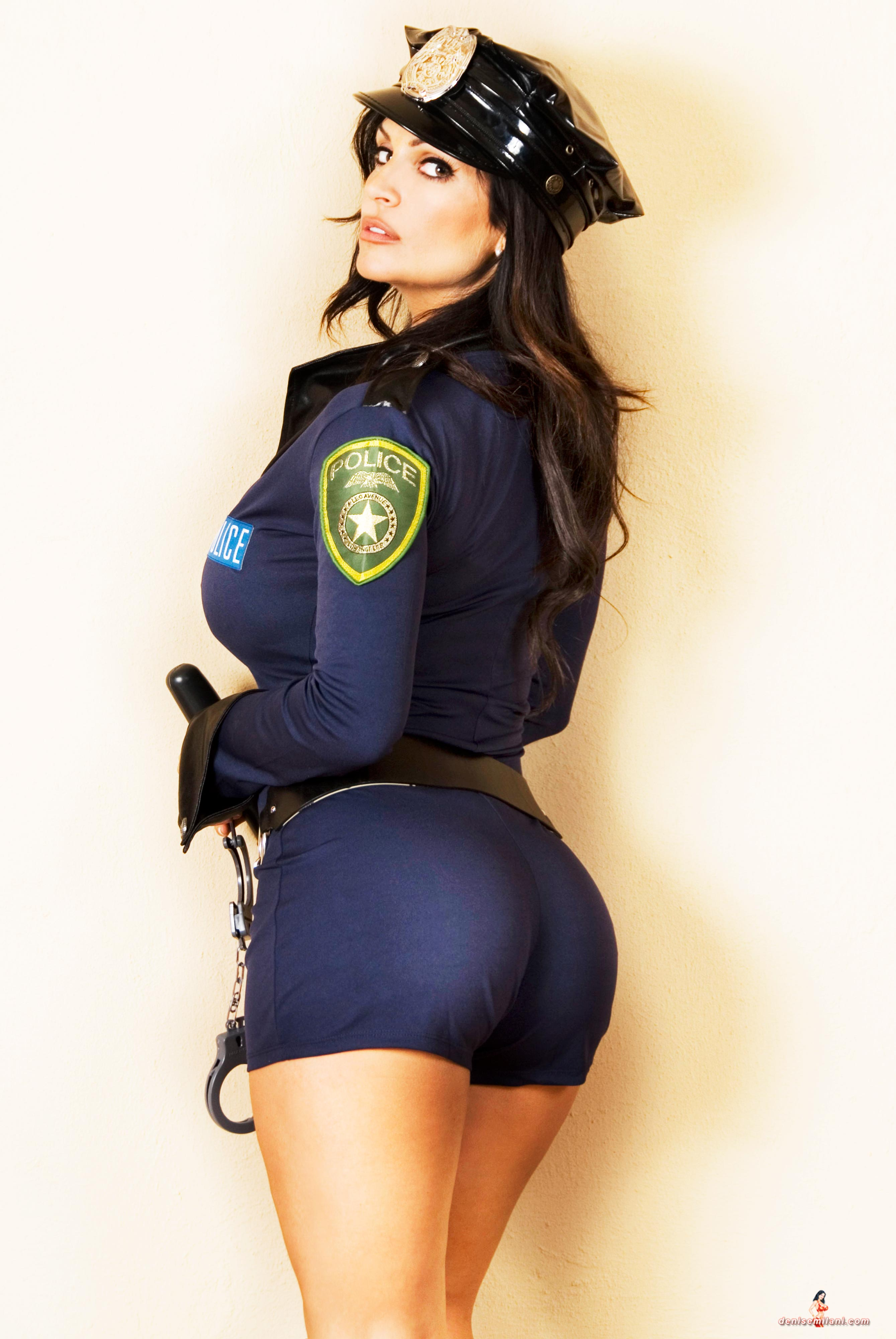 Телку в полицейской форме 3 фотография